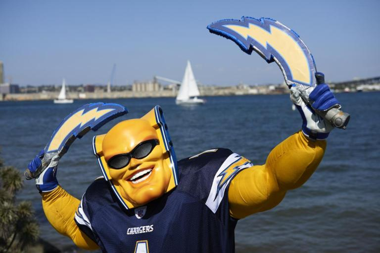 san-diego-chargers-boltman-body-image-1473439272